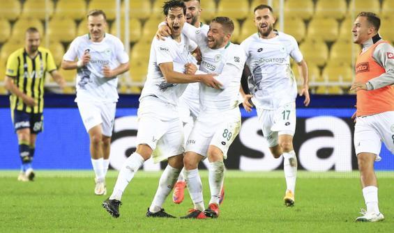 Fenerbahçe ligdeki ilk yenilgisini Konyaspor karşısında aldı