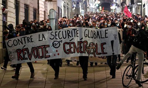Fransızlar hakkını arıyor! Yeniden sokaklara indiler