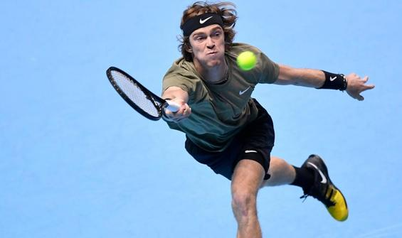 Rublev, ATP Finalleri'nde Thiem'i mağlup etti