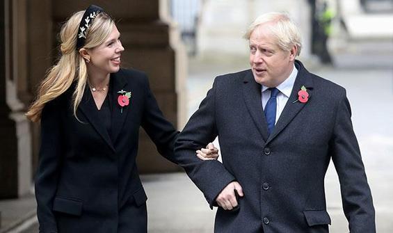 'Boris Johnson, İngiltere'yi WhatsApp ile mi yönetiyor?'