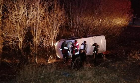 Minibüs şarampole devrildi: 17 yaralı