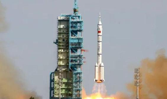 Çin, Ay'dan örnek toplayacak aracını uzaya fırlattı