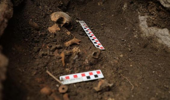 Antik kent kazılarında bebek mezarı bulundu