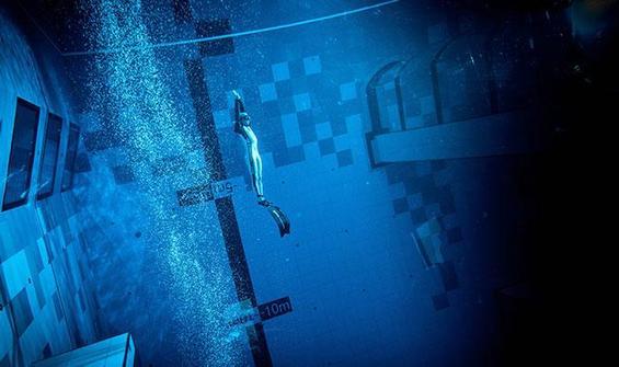 Dünyanın en derin yüzme havuzu hizmete girdi