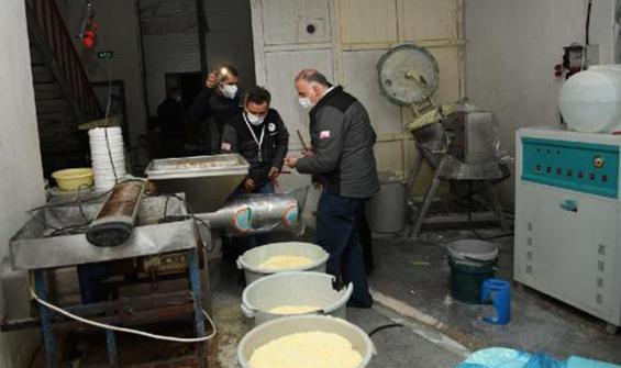 Peynir üretimi yapıyorlardı! Şok görüntüler