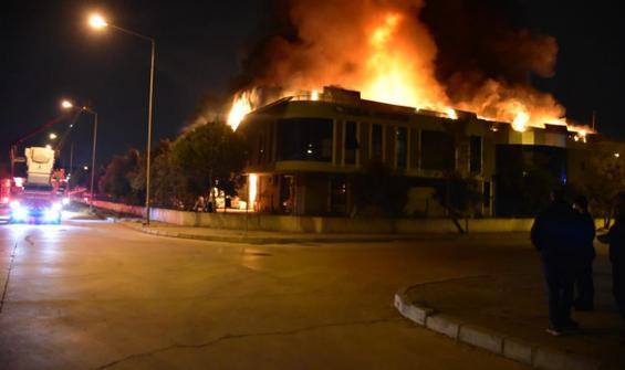 Plastik fabrikasında büyük yangın