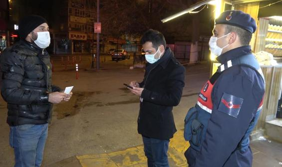 'Kimse yok' diye sokakta sigara içerken ceza yedi
