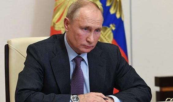 Putin'in toplu aşı emri istifaları beraberinde getirdi
