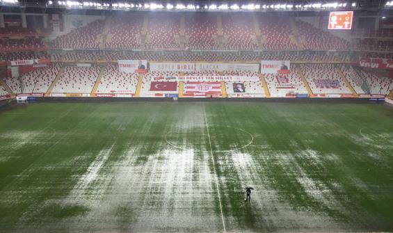 Antalyaspor - Hatayspor maçına yağış engeli