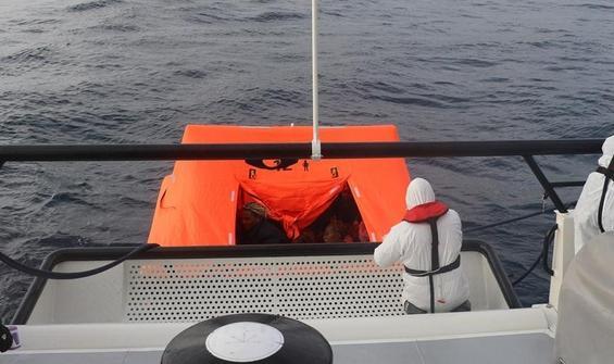Türk karasularına itilen 18 göçmen kurtarıldı