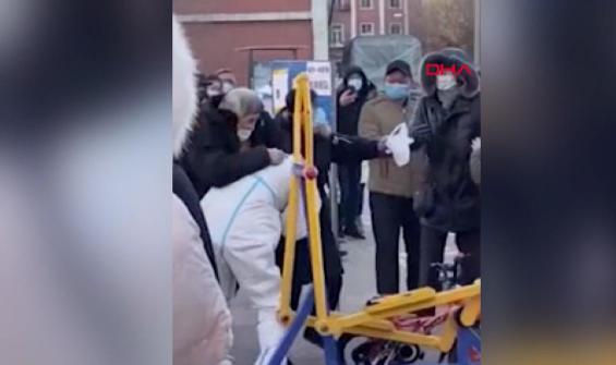 Ateş ölçen polise saldıran baba ve oğula hapis cezası
