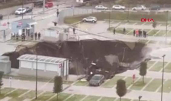 Hastanenin otoparkında patlama sonrası dev çukur oluştu