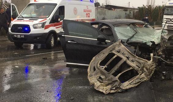 Arnavutköy'de feci kaza! Otomobil ikiye ayrıldı