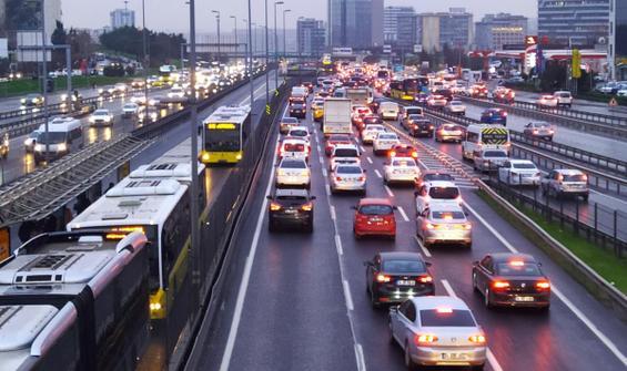 İstanbul'da trafik yağmur sonrası durma noktasına geldi