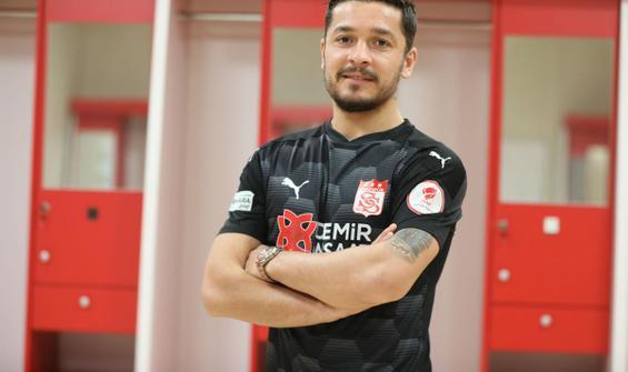 Sivasspor'dan savunmaya takviye