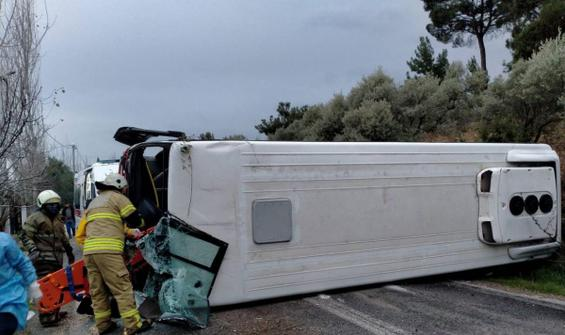Belediyenin servis aracı kaza yaptı! Yaralılar var
