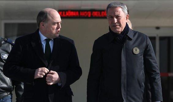 Hulusi Akar İngiltere Savunma Bakanı Ben Wallace ile görüştü
