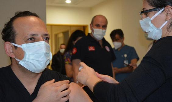 Koronavirüs aşısı olan sağlık çalışanı sayısı 100 bini geçti