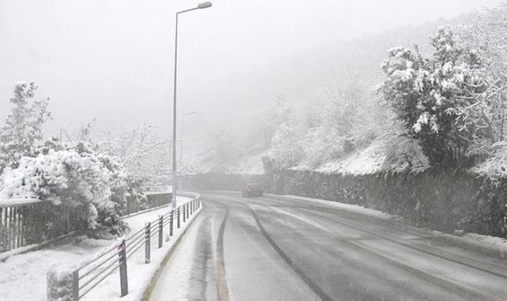 İstanbul'da kar yağışı başladı! Bir uyarı da AKOM'dan