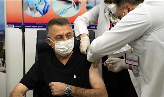 Cumhurbaşkanı Yardımcısı Oktay Kovid-19 aşısı yaptırdı