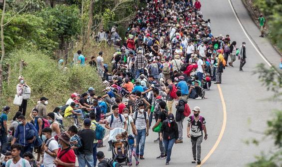 Binlerce kişi yola koyuldu, tek amaçları oraya ulaşmak