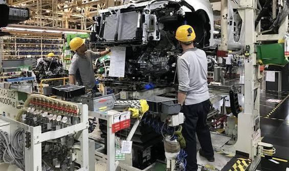 Otomotiv'de üretim azaldı, satışlar arttı