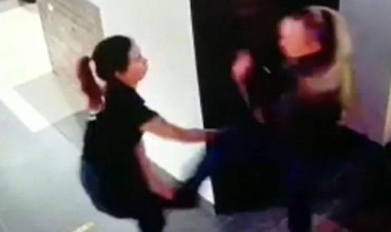 Alkol satmadığı için garson kadını dövdü