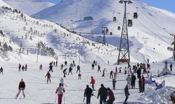 Turistler Palandöken ve Cıbıltepe'de kayağın keyfini çıkardı