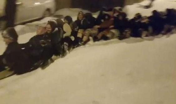 Bursa'da kar çılgınlığı! 45 kadın aynı anda böyle kaydı