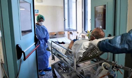 İtalya'da bir günde 377 ölüm!