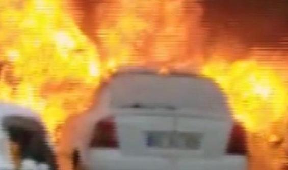 Samsun'da otomobil yangını kamerada