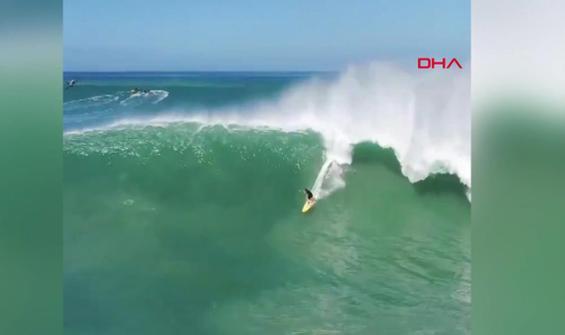 Sörfçülerin dev dalgalarla dansı kamerada