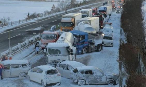 Böyle kaza görülmedi! 130 araç birbirine girdi