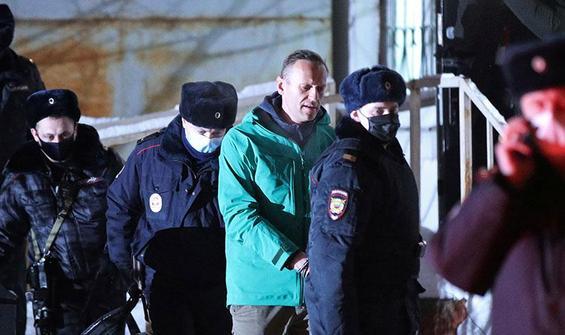 Navalnıy'ın gözaltına alınmasına Kremlin'den jet yanıt!