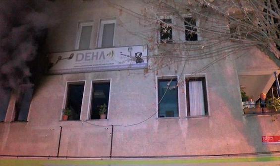 Avcılar'da yangın çıktı, balkona sığındılar!