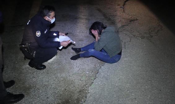 Bir kadın darp edilip otomobilden atıldı