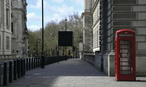 İngiltere'de son 24 saatte 1820 kişi hayatını kaybetti