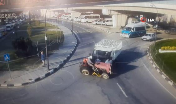 Traktörle kamyonetin kazası anbean kamerada