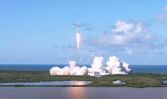 SpaceX uzaya tek seferde 143 uydu gönderdi