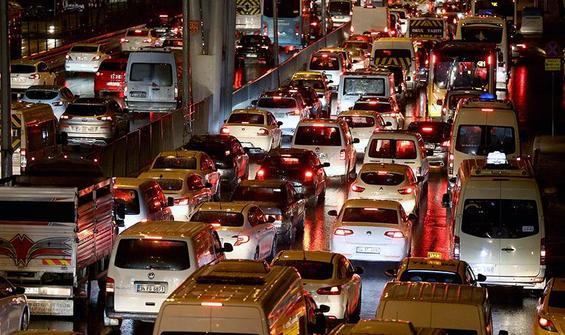 İlk iş gününde İstanbul trafiğinde yoğunluk!