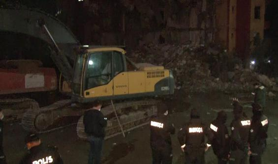 Bina çöktü, mahalleli sokağa döküldü