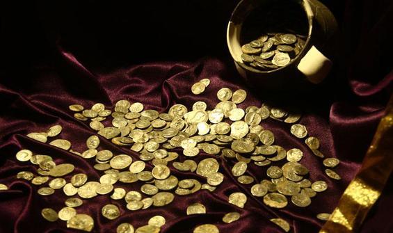"""Kütahya'daki """"İkinci Efes"""" bulunan testiden hazine fışkırdı"""