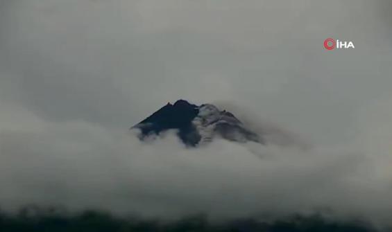 Merapi Yanardağı'nda patlama!