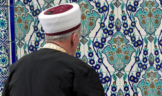 Eşcinsellik karşıtı Türk imam sınırı dışı edilecek