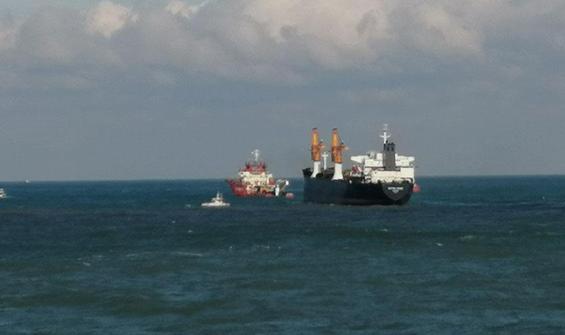 Riva açıklarında sürüklenen gemi kurtarıldı