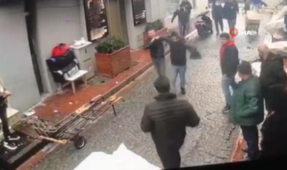 Hırsız esnaftan dayağından kaçamadı