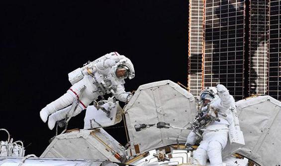 2021'nin ilk uzay yürüyüşü gerçekleşti