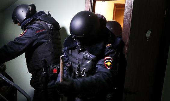 Polis kapıları kırdı, Rusya 'karışmayın' tepkisi verdi