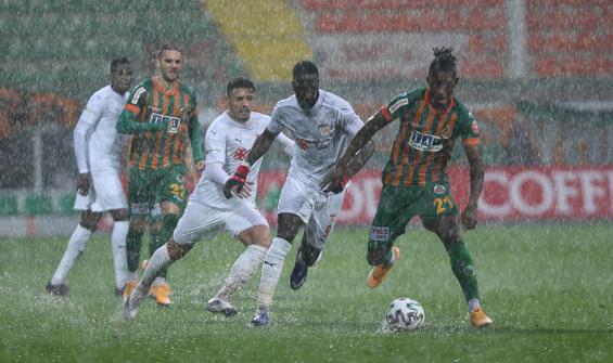 Alanyaspor-Sivasspor maçına yağmur engeli