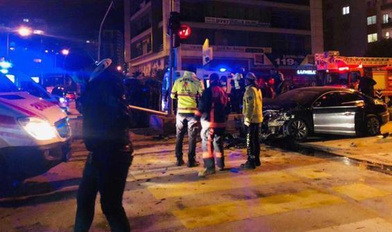 Özel harekatı taşıyan araç ile otomobil çarpıştı: 6 yaralı